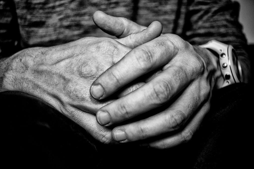 hands 2214176 1920